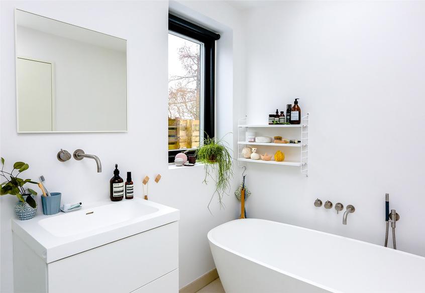 clean bathroom example
