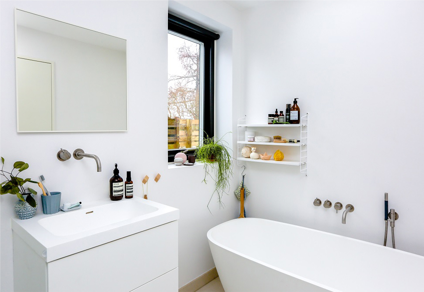 clean bathroom example